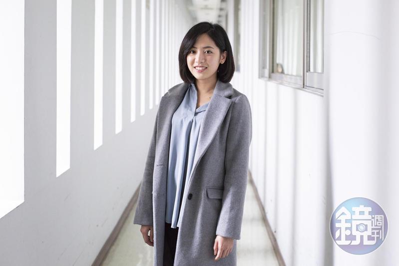 黃瀞瑩最早是跑市府線的記者,活動大多在市府四樓,現在升任台北市副發言人,常常經過這個12樓的通道。