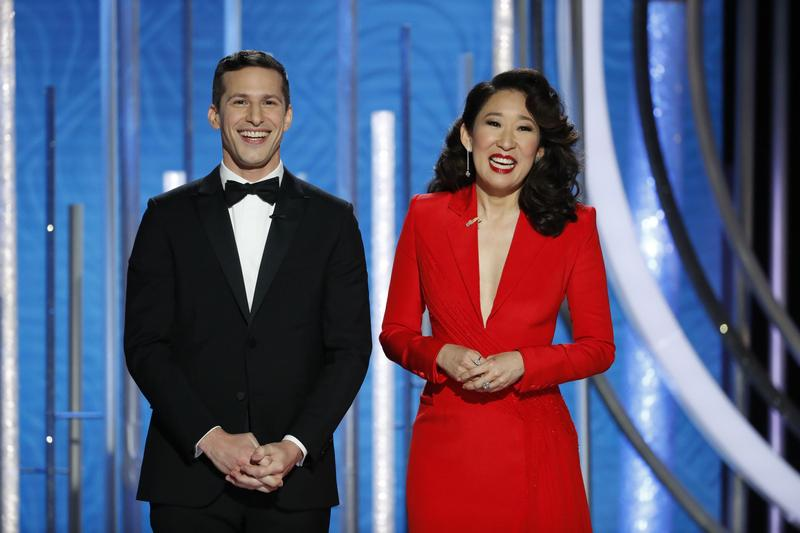 安迪山伯格(左)吳珊卓搭檔主持金球獎。(東方IC)