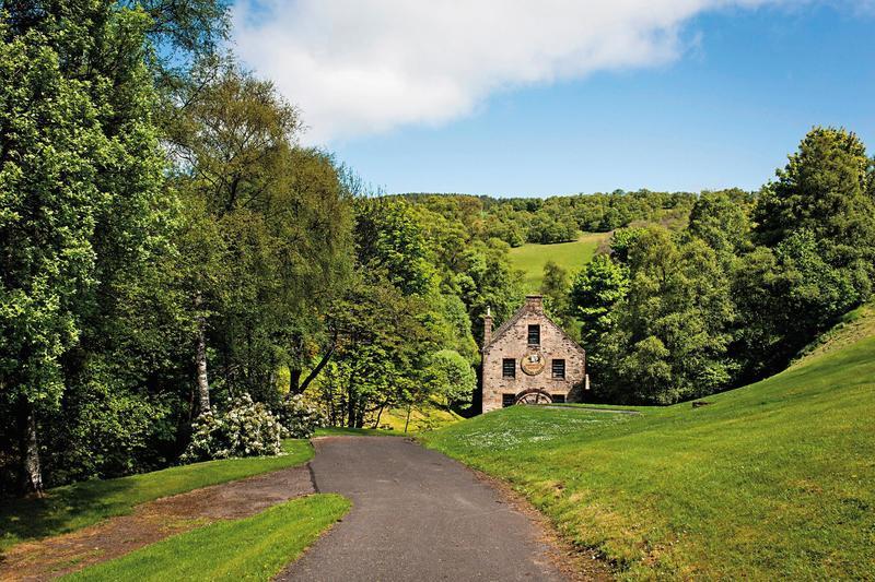 塔木嶺酒廠座落於人煙稀少的斯貝塞山麓,儘管這裡面積不大,卻集中了蘇格蘭超過一半蒸餾廠,Tamnavulin是蓋爾語中「山中的紡廠」之意。