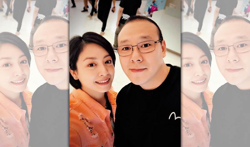 因電視校園劇《麻辣鮮師》竄紅的女星范筱梵(左)與老公王柏森(右)定居泰國,王遭合作夥伴爆料曾是人蛇集團首腦。(翻攝范筱梵臉書)