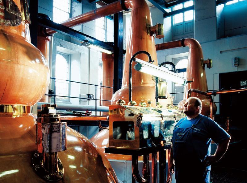 仕高利達3大酒廠皆擁有絕佳氣候條件,加上首席資深釀酒團隊進駐,以精湛調和工藝進行調配,把關所有酒質穩定性。