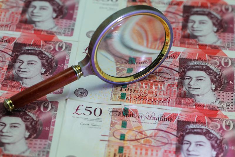 紙幣仍是許多英國人仰賴的支付工具。(東方IC)