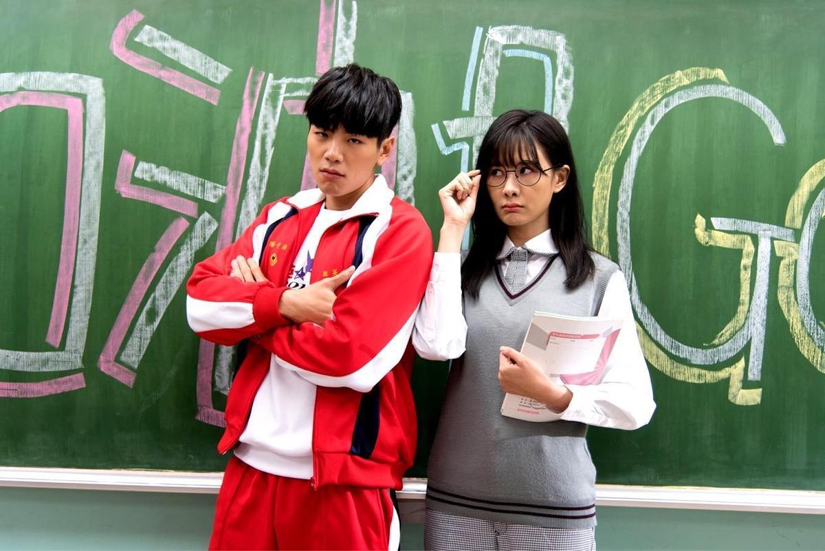安心亞與禾浩辰的學生造型十分清新。(台視提供)