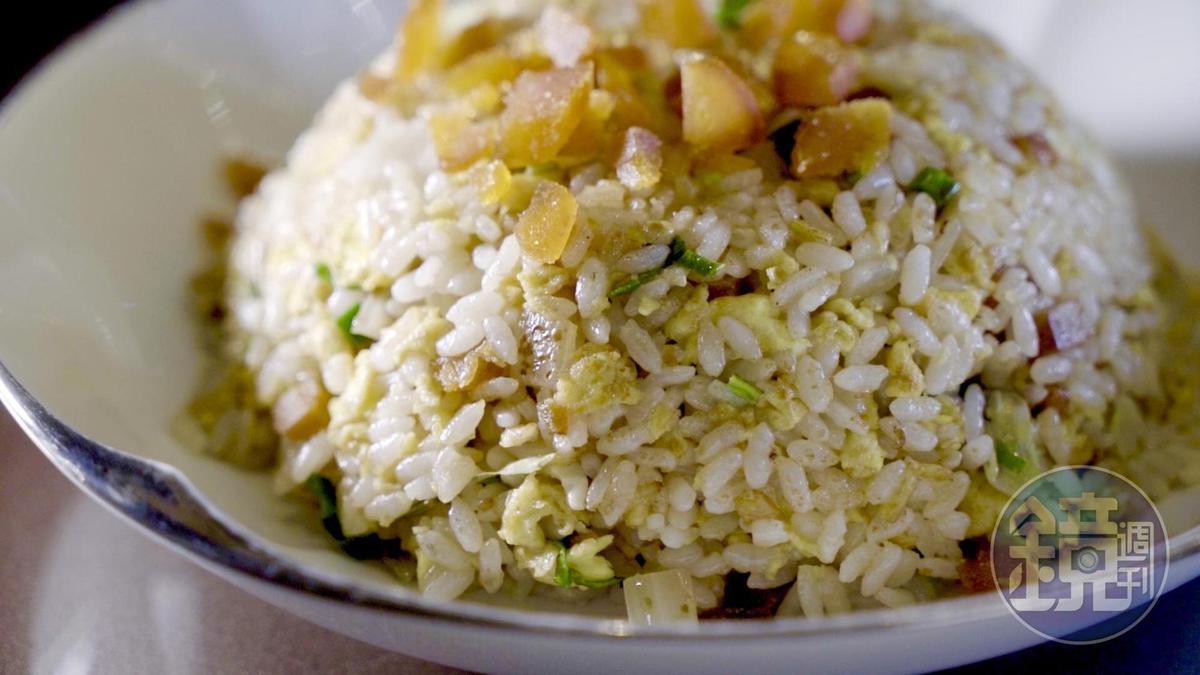 邊角的烏魚子也可為炒飯賦予鹹香滋味。