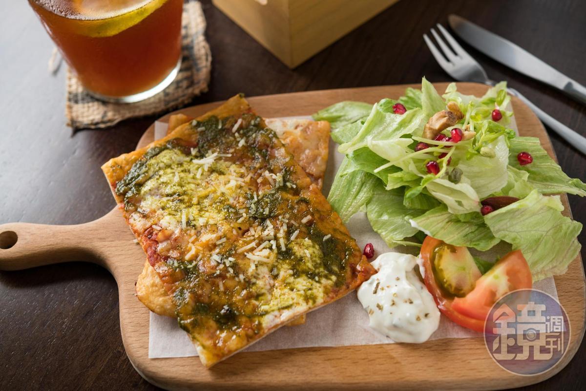 「Pizza團隊」濃郁起司與青醬的巧妙組合。(210元/份)