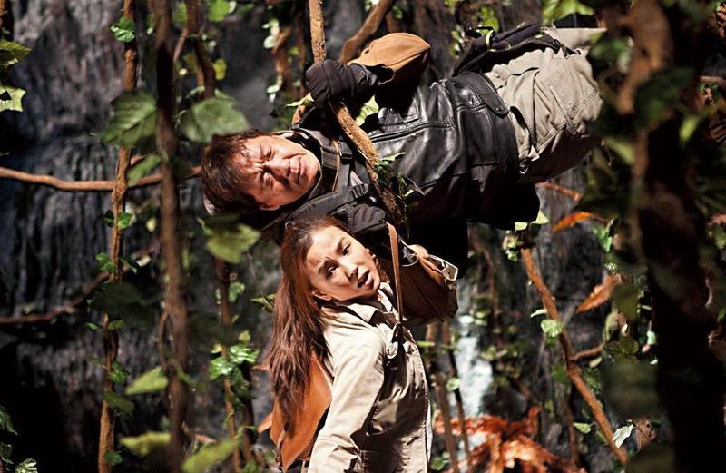成龍對圓明園12生肖獸首藝術品十分關注,2012年還自導自演電影《十二生肖》,更來台東取景。(翻攝電影劇照)