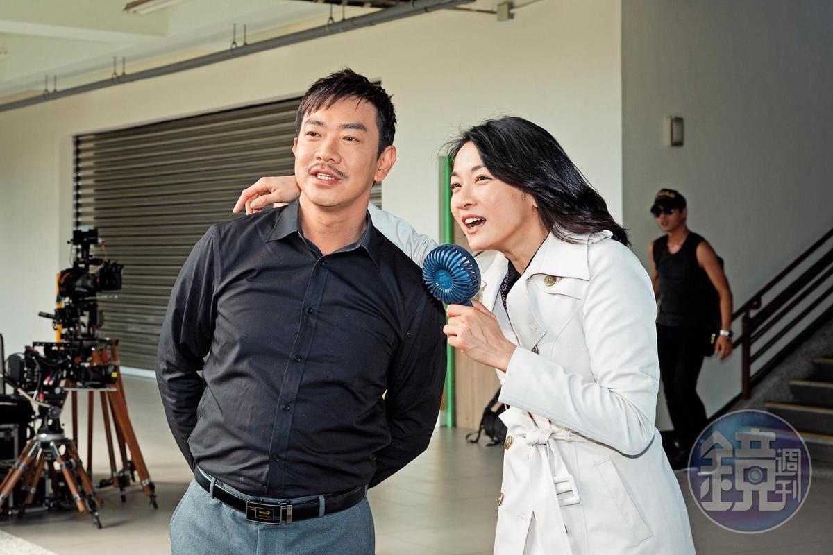江俊翰(左)持毒被抓後,最近演戲重生,江祖平一直拿戒毒哏戳他,反而讓他走出遭逮陰影。