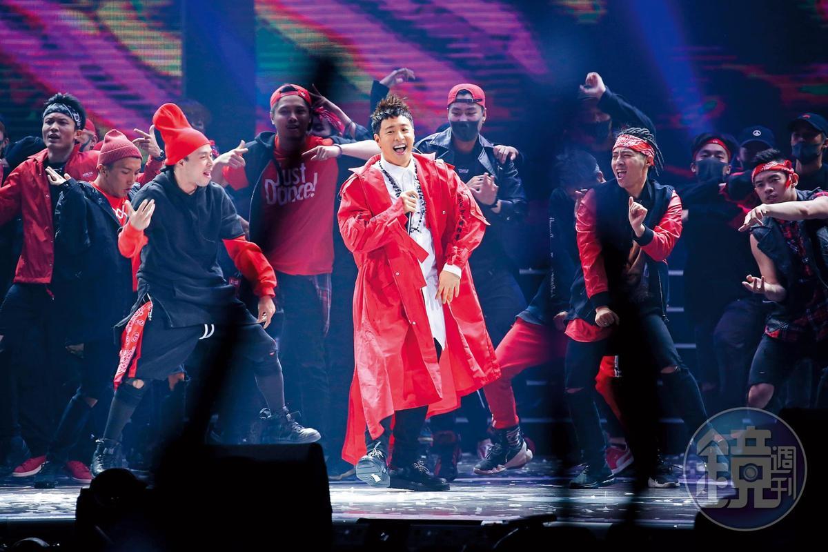 潘瑋柏去年出席頒獎典禮演出,載歌載舞表演新歌。