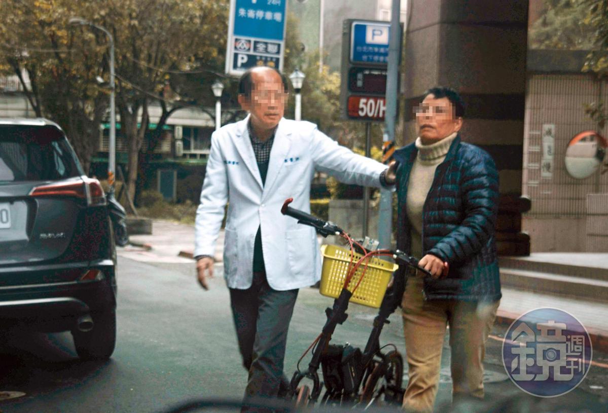 龍江獸醫院的賴姓獸醫師(左)與林美玲(右)私交甚篤。