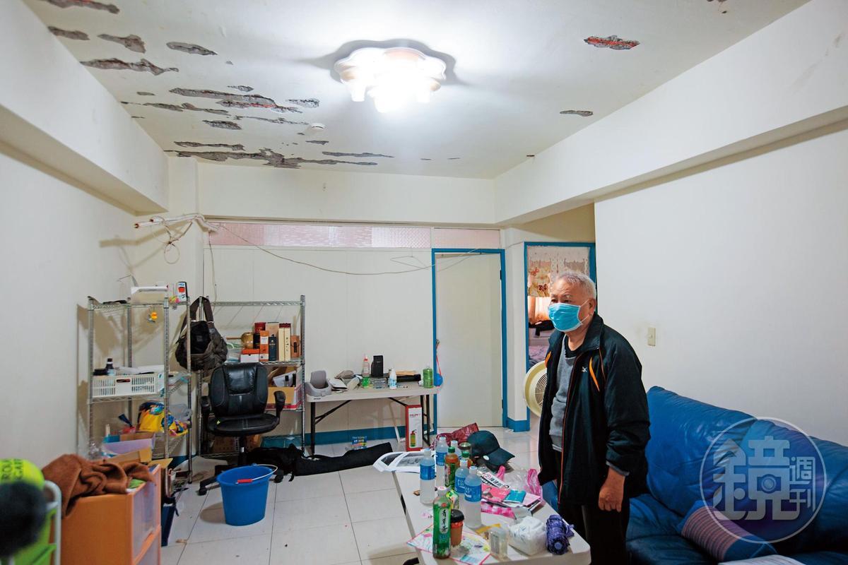持續漏水導致樓下屋主郭先生被迫搬家,住了30年的老家無法修復。