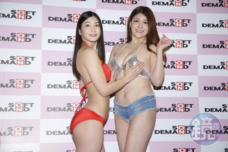 日本AV女優本庄鈴(左)與橘瑪麗為首部全中文發音成人片來台宣傳。