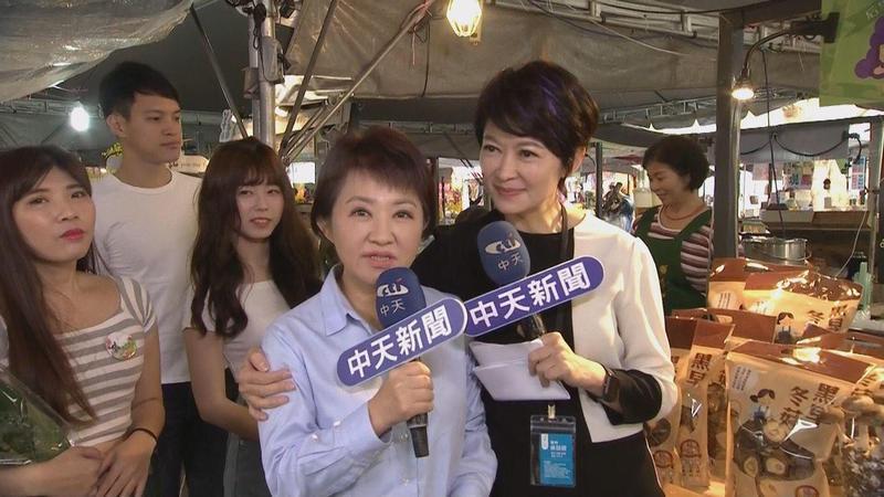 盧秀燕(左)當選台中市長之後忙到幾乎沒時間跟妹妹盧秀芳聯絡。(中天提供)