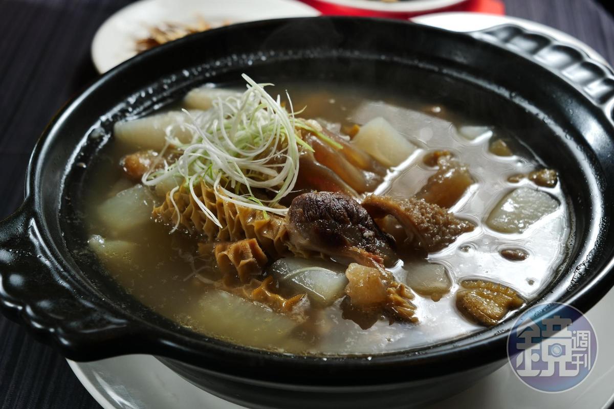 可當湯菜或鍋物的「牛三寶」,湯頭清甜、肉香四溢,牛筋軟Q,牛腱香嫩。(680元/份)
