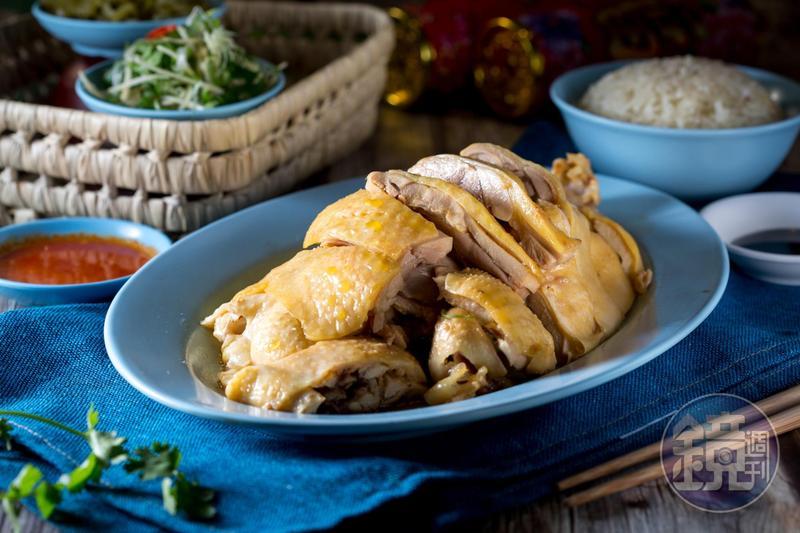 不少客人會用「文慶雞」的招牌料理「海南雞」,當作過年拜拜的牲品。