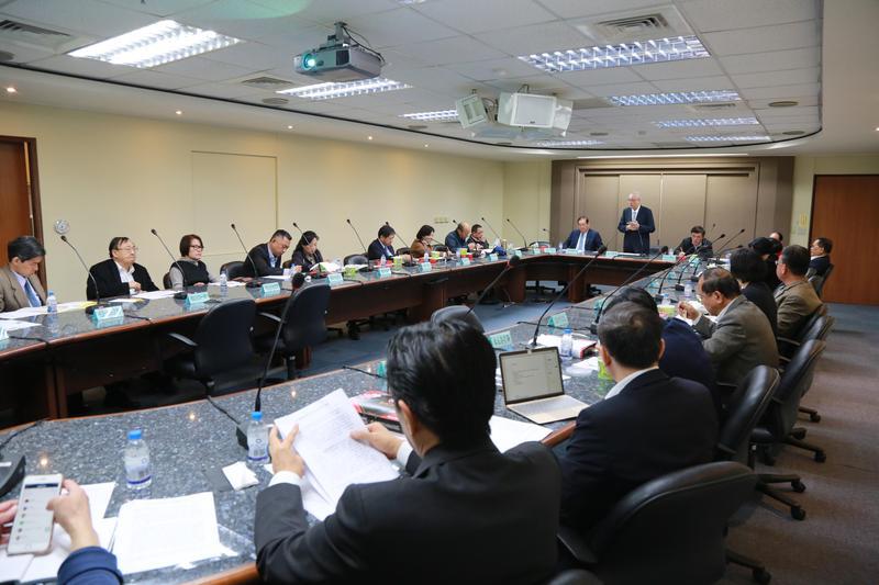 國民黨主席吳敦義,今邀15位執政縣市首長討論兩岸交流。(國民黨文傳會提供)