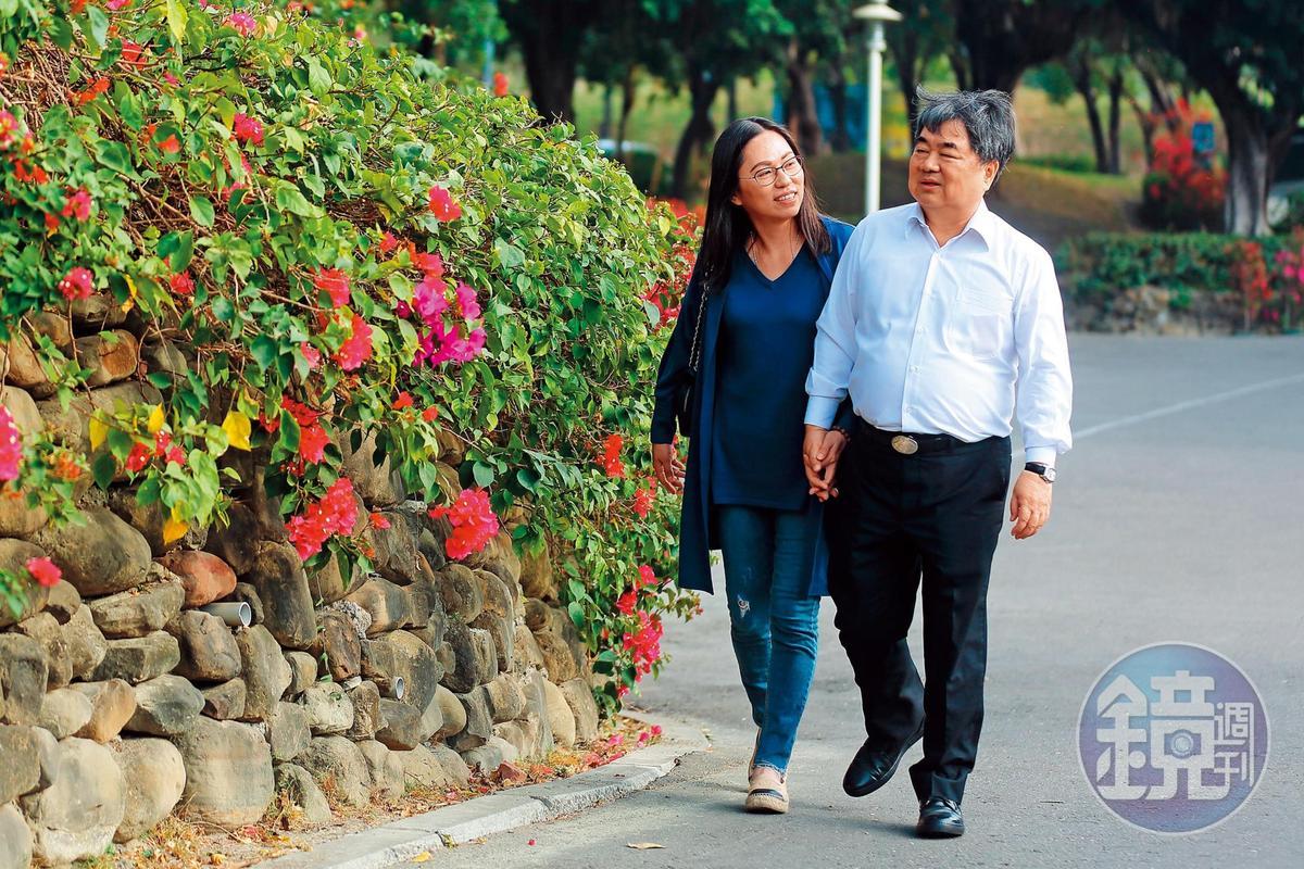 許順富與妻子陳珮璘結縭20餘年,感情非常好,走路一定手牽手。