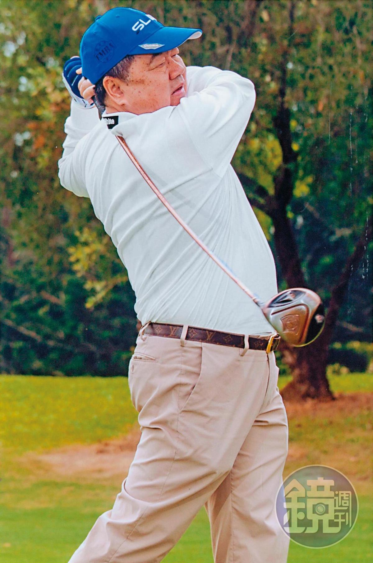 除了旅遊,放假時許順富還喜歡打高爾夫球,公司也推出高爾夫主題旅遊。(許順富提供)