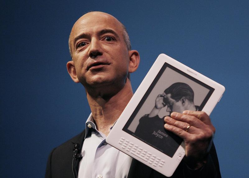 世界首富貝佐斯,打造亞馬遜由網路書商到科技帝國。(東方IC)