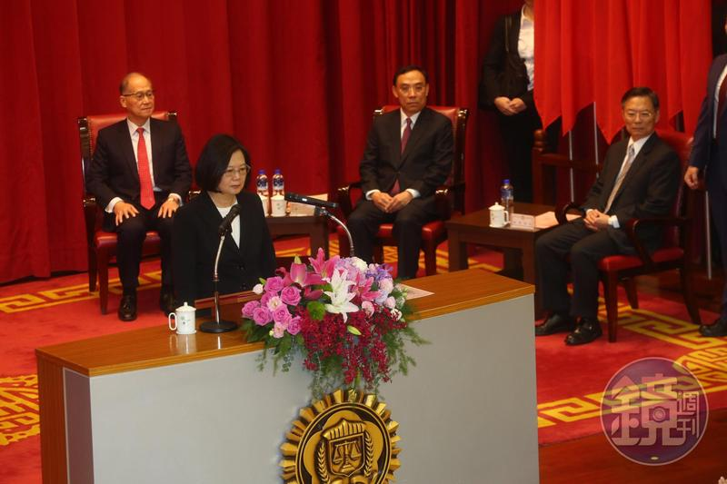 調查局舉行調查班第55期結業典禮,總統蔡英文致詞。