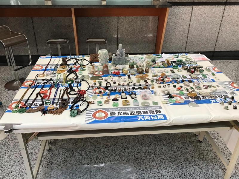 遭竊的各式珠寶、玉飾等配件。(警方提供)
