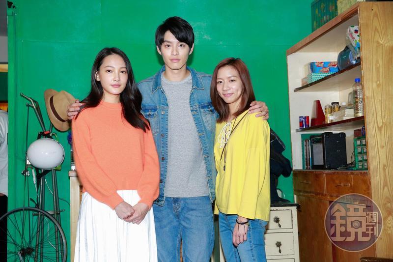 電影《可不可以,你也剛好喜歡我》,陳妤(右)想跟曹佑寧(中)告白,但曹佑寧卻搶先向林映唯(左)告白,變成三角關係。