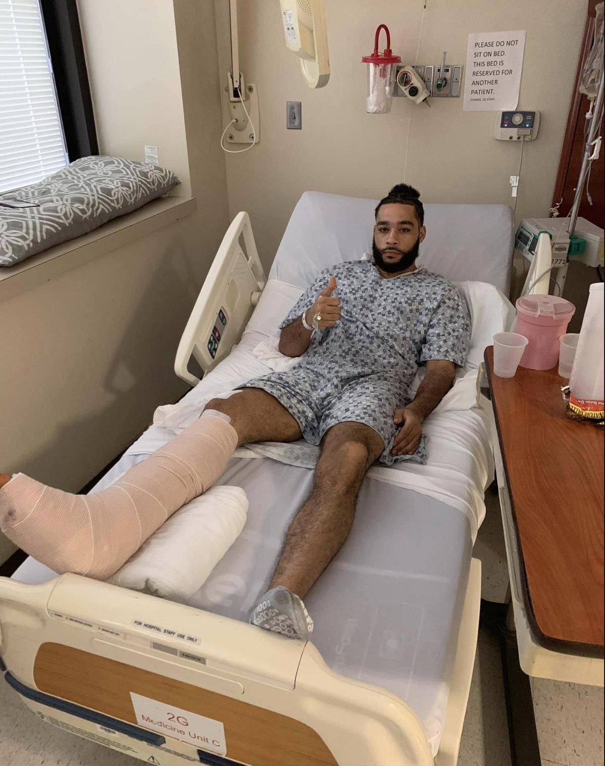 喬納森金隨後緊急送醫手術,隔(7)日他在推特上po出打石膏照片,留言感謝關心他的所有人。(翻攝自喬納森金推特)
