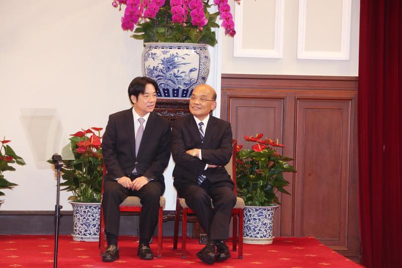 賴清德(左)提出內閣總辭後,總統蔡英文隨即宣布將由前行政院長蘇貞昌(右)回鍋再次接任閣揆。