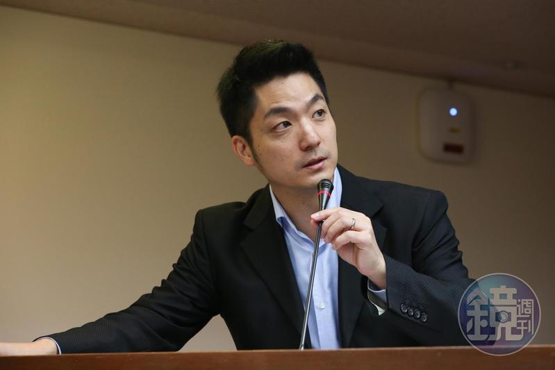 立法委員蔣萬安受訪時談到自己的身世。