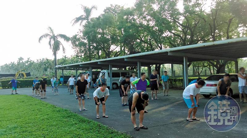 戒毒村每日早起都要做早操,8點開始上課,規律節奏如軍人生活。(劉民和提供)