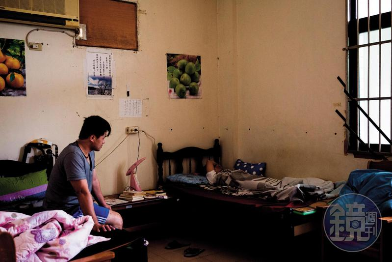 每個到晨曦會戒毒的人都必須先在如禁閉室的新人房待上7天,由學長陪伴,先度過生理上的戒斷期,再進入長達1年半的心癮戒除階段。