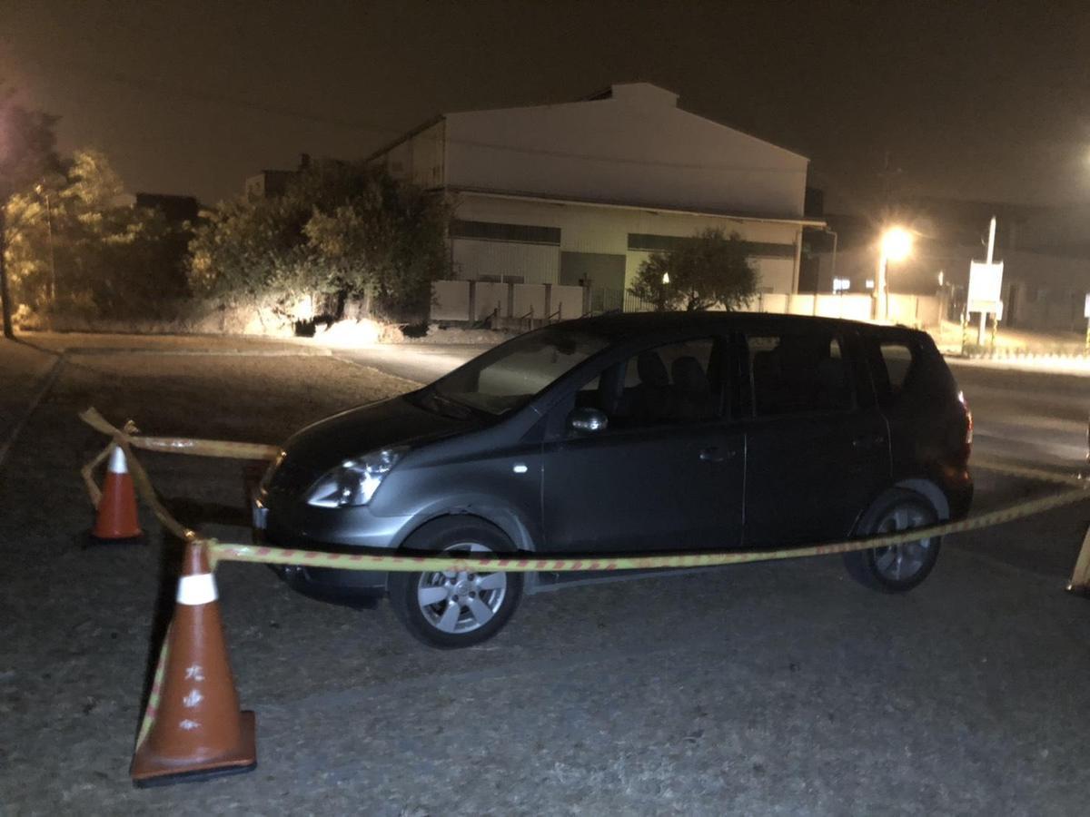 員警發現吳男的轎車停在停車場,裡頭竟是85歲的吳父,已經氣絕身亡多時。(警方提供)