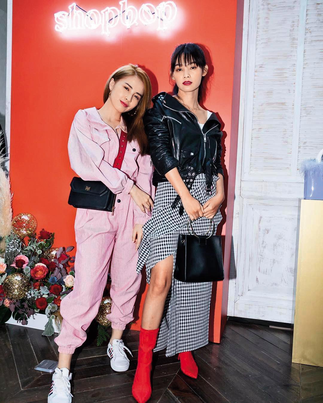 因拍手遊廣告把頭髮染成金色的柯佳辰(左),日前跟同門師姐常立琳(右)出席時尚活動。(翻攝自柯佳辰IG)