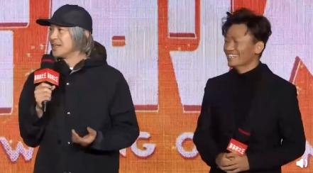 周星馳新片《新喜劇之王》在北京舉行發佈會,男主角為王寶強。(翻攝新浪娛樂)