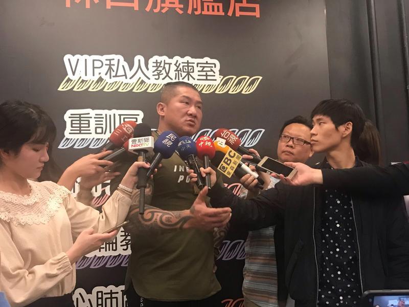 陳之漢遭嗆網友刺殺,表示自己看到留言當下只想揍他。