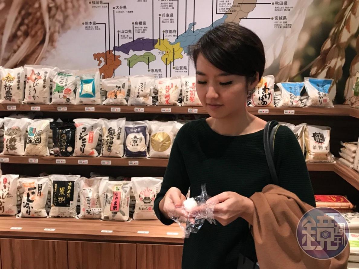 美食家高琹雯(Liz)喜歡小包米專賣區,現場還可以試吃熱騰騰的米飯。
