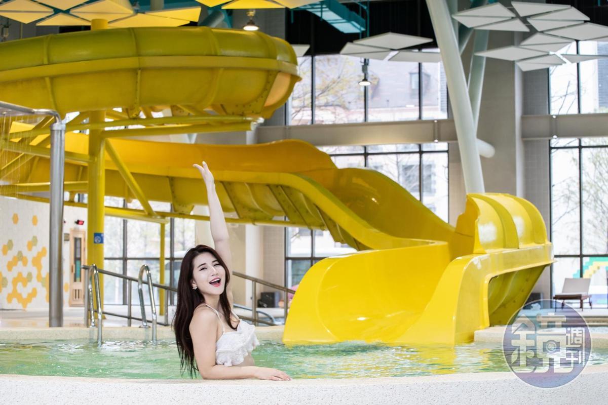 全台獨一無二的溫泉主題水樂園,占地近2千坪,室內有高5公尺、長45公尺的滑水道。