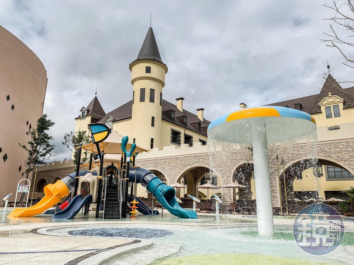 水樂園兒童戲水區多種玩水設施,讓孩子們快樂戲水。