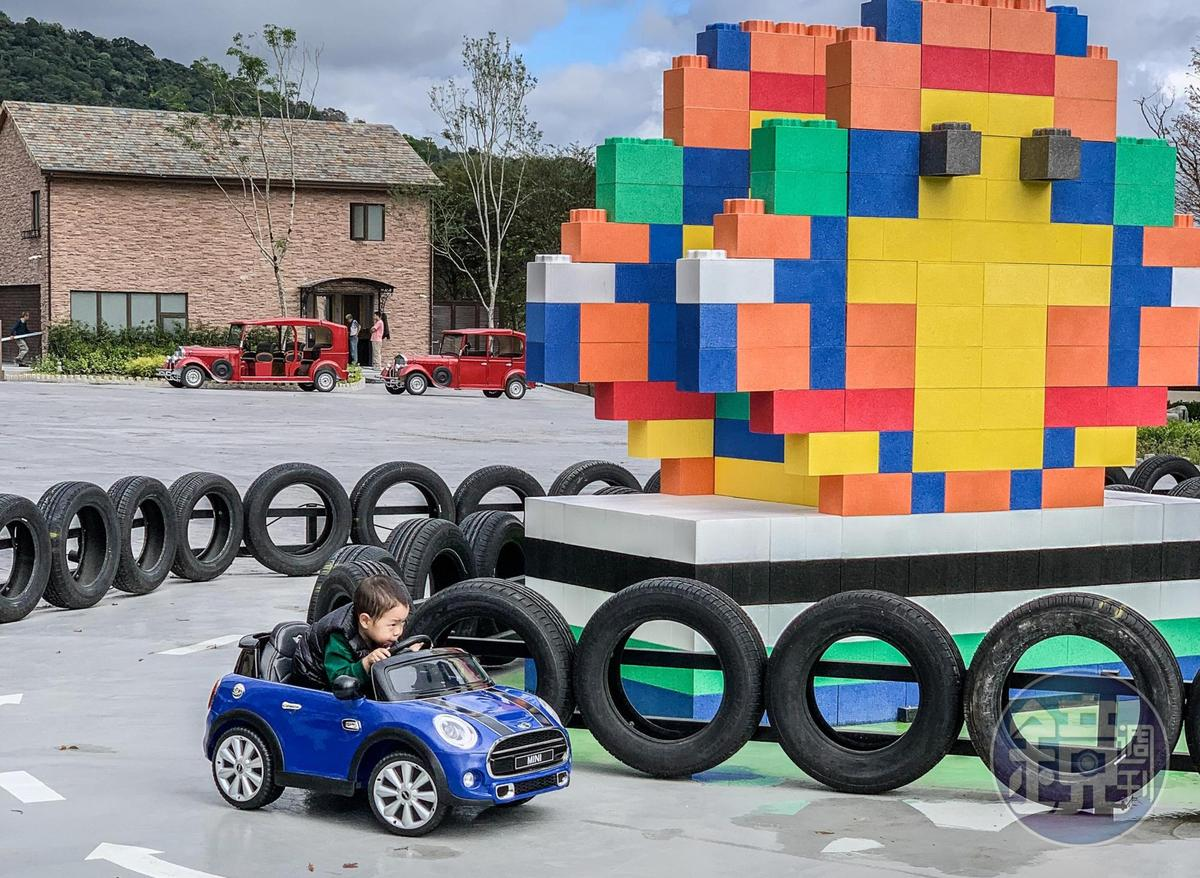 專為孩童打造多款迷你電動車,滿足孩童開車樂趣。