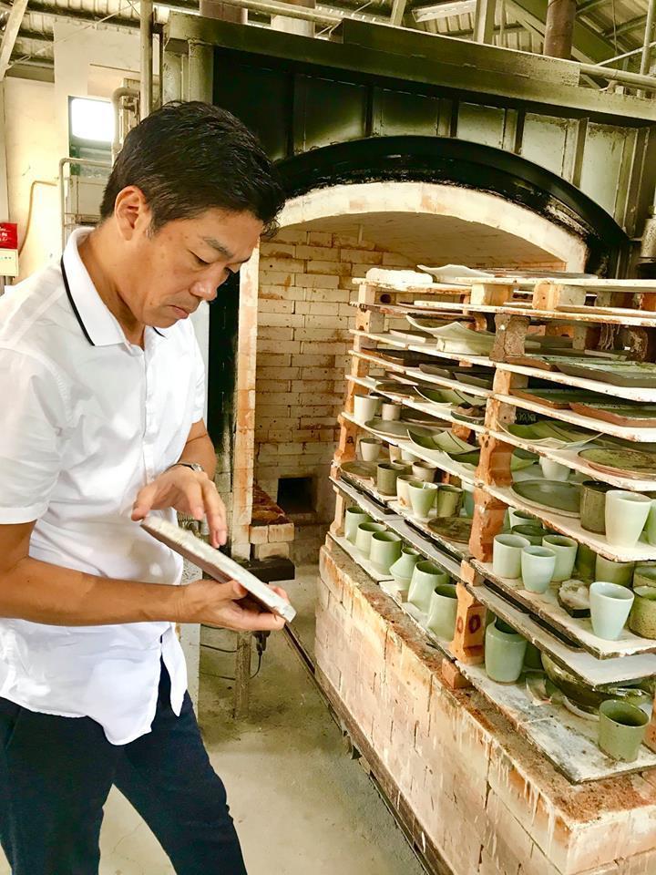 笹野總料理長親自到台灣各地挑選食器,展現十足誠意。(翻攝自The Ukai Taipei臉書)