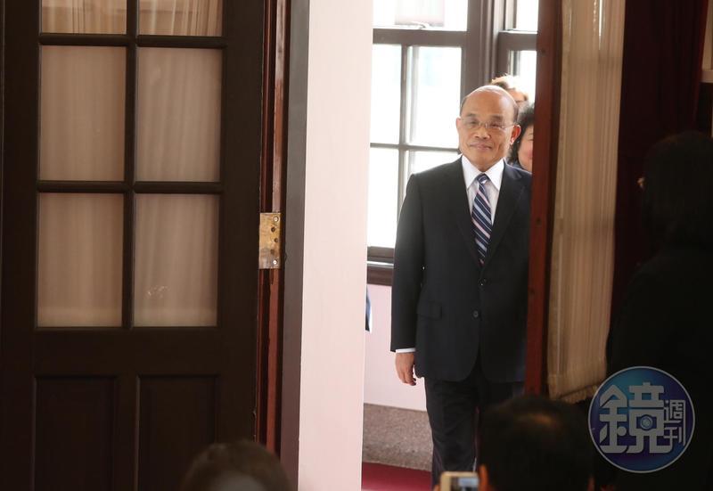 依規定,新任閣揆要在就職後2週內向立院提出施政方針報告,民進黨團目前傾向下個月新會期開議後,再邀蘇貞昌一併報告、備詢。