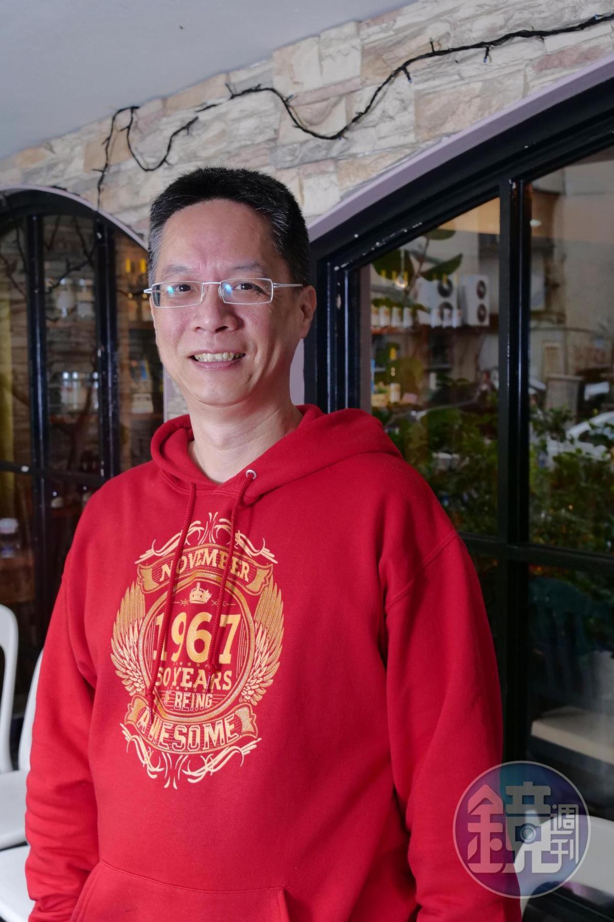 「原味廚房」創辦人鍾坤志,找來他的作家及廚師好友設計年菜菜單,一同拜訪產地農友選擇有生產履歷的食材,費時多次試菜,推出的外帶年菜心意滿滿。