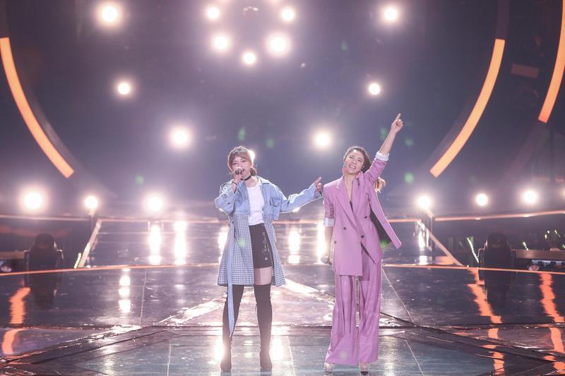 丁噹和黃霄雲《夢想的聲音》合作一同演唱,贏得全場觀眾熱烈掌聲。(相信音樂提供)