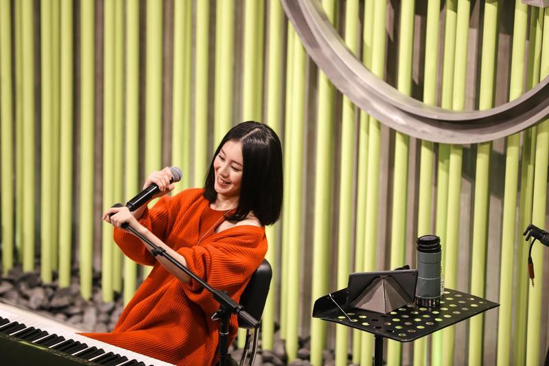 白安在上海活動中,唱了7首歌曲。(相信音樂提供)