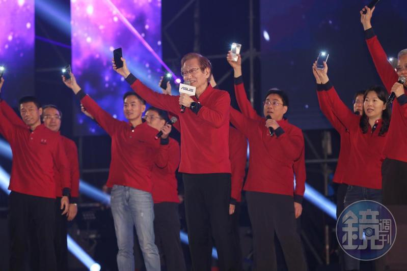 華碩尾牙上,施崇棠表示看好手機轉型,潛力非常大。