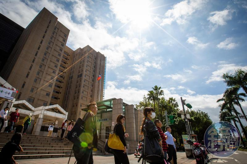 明(15日)天東北季風減弱,氣溫回升,將有機會見到陽光。
