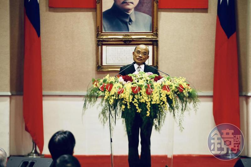 新任行政院長蘇貞昌今(14日)上任,致詞時表示要捲袖子、撩落去,開始衝了。