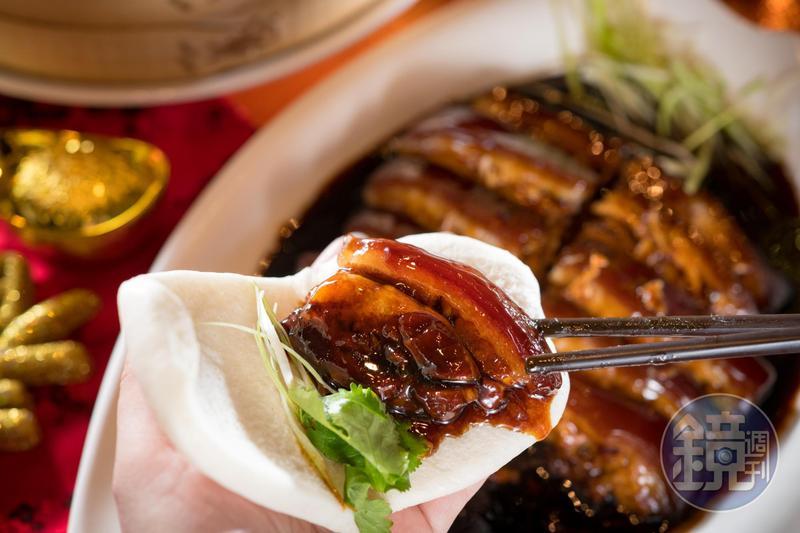 「招牌東坡肉」非常銷魂,夾刈包可以多吃好幾塊。(780元/大份)