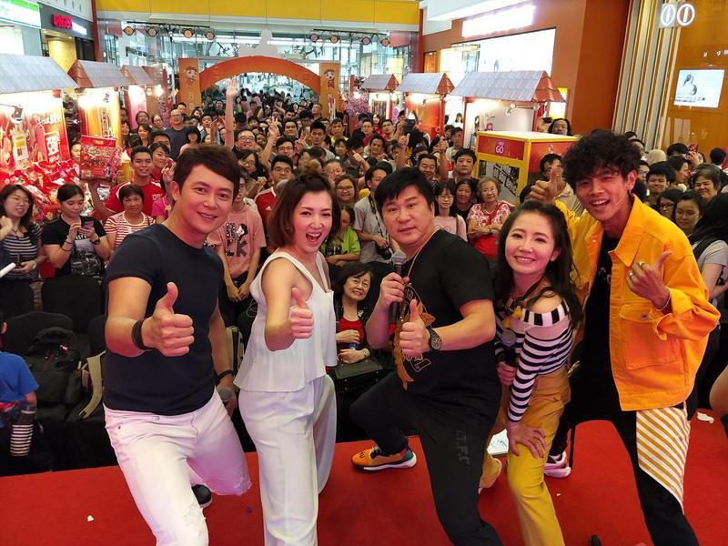 阿翔(右起)、謝忻、胡瓜、廖家儀、王燦在馬來西亞擁有廣大粉絲。(民視提供)