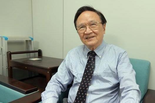 政大金融系教授殷乃平認為,壽險公司應該做的是逐漸減少海外投資才對。(翻攝自中國評論新聞網)