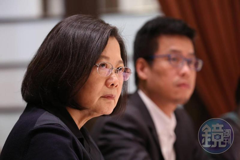 針對前教育部長葉俊榮「勉予同意」聘管中閔擔任台大校長,蔡英文表示沒有及時致電阻止葉俊榮宣布管的人事,感到後悔。